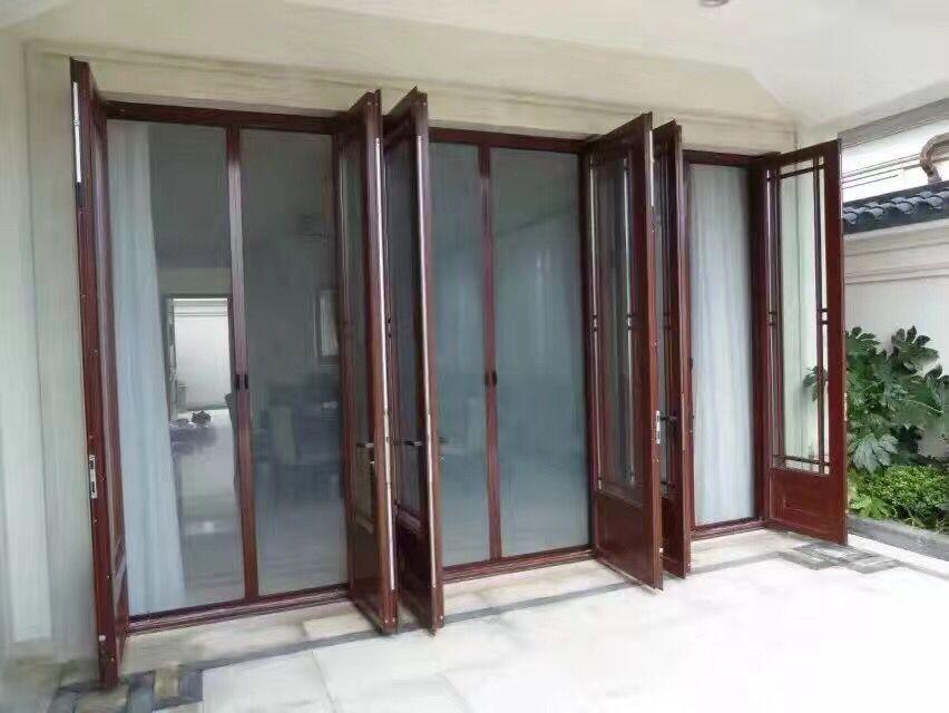 且纱窗边框都是采用优质铝合金构成,内置毛条清洁系统.