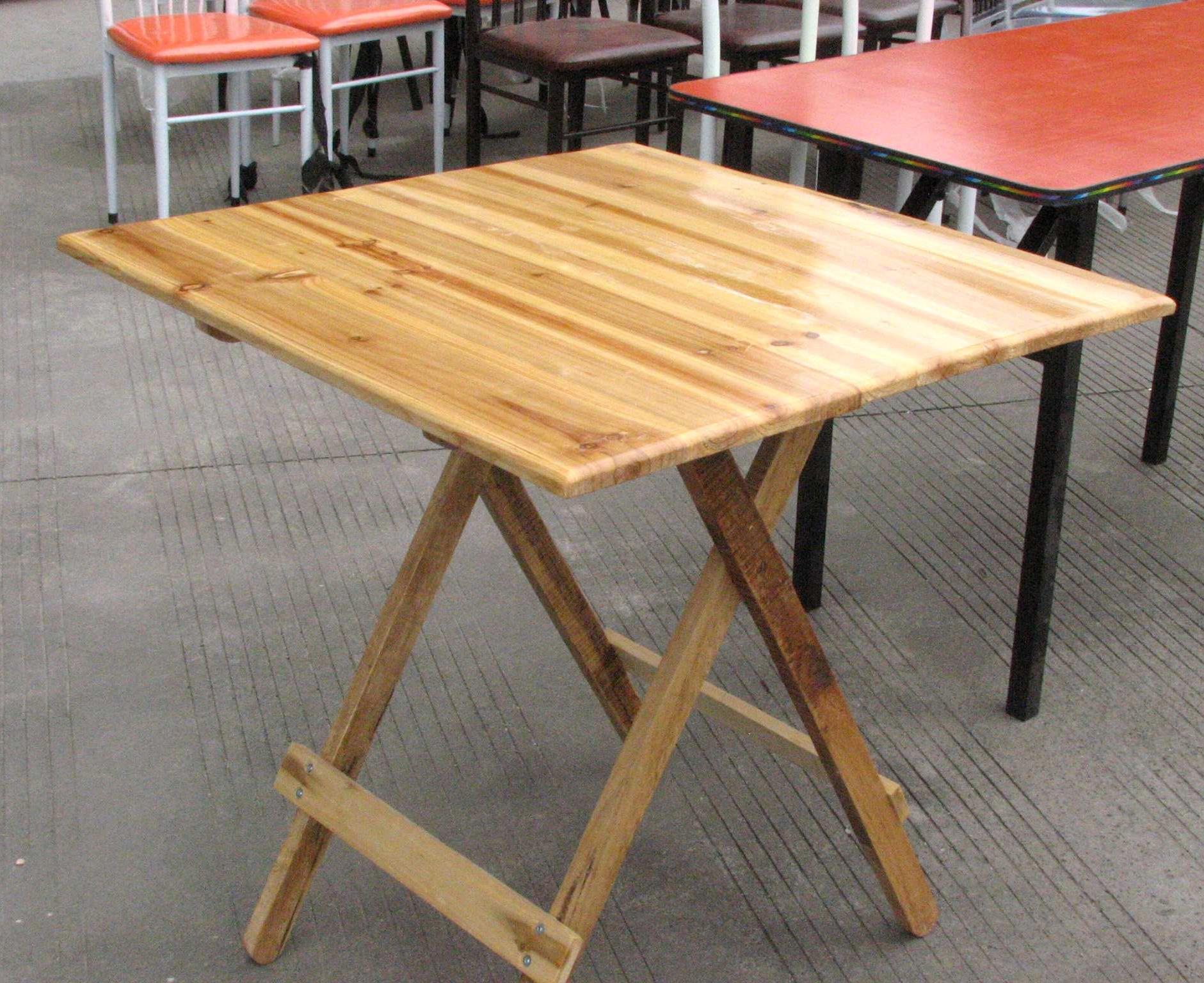 可折叠木桌