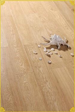 产品类型:实木地板 产地:北欧 产品型号:833606 产品规格:910*125*18
