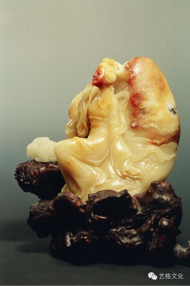李惠英大师雕刻作品欣赏:         作品:《昭君出塞》   花梨木
