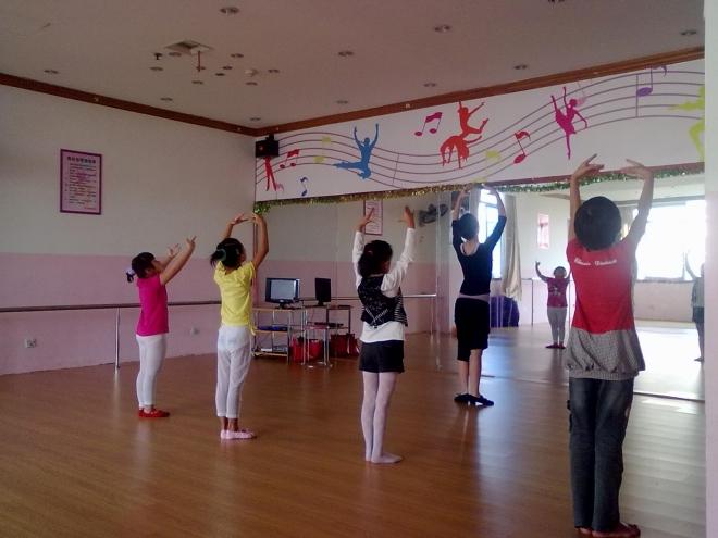 幼儿园舞蹈练习