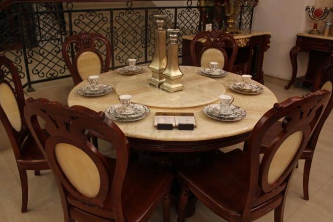 欧式风格的底色大多采用白色,淡色为主,家具则是白色或深色都可以